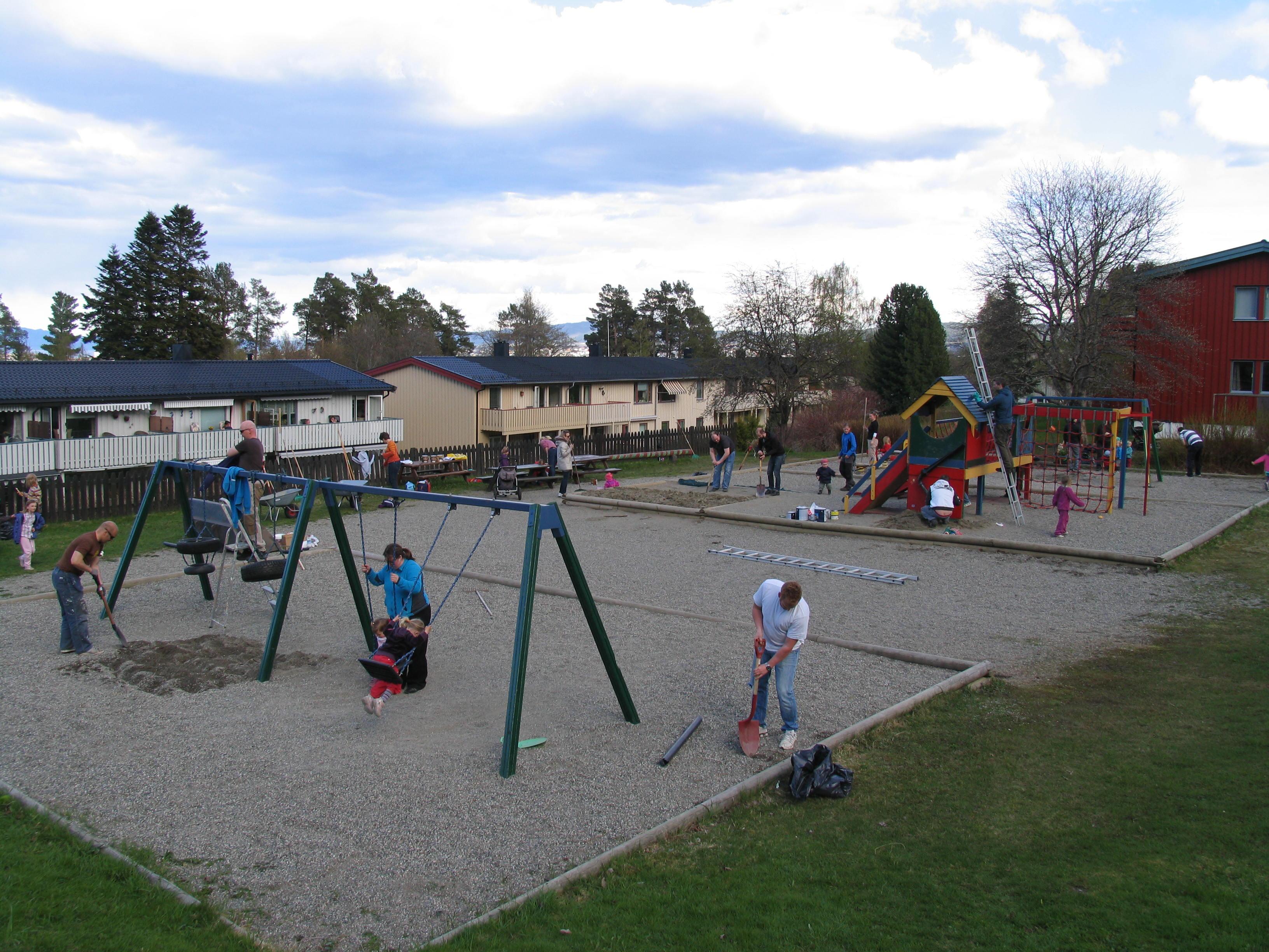 Dugnad på lekeplassen 15. mai 2012
